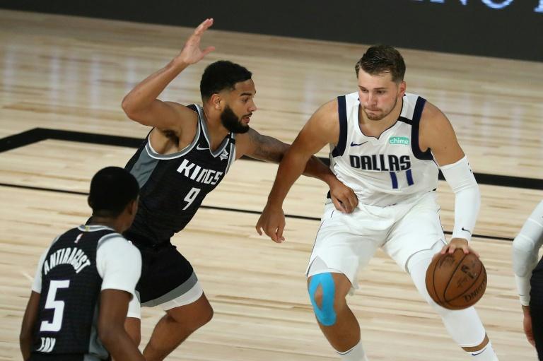 Luka Doncic durant la victoire de son équipe en prolongation face à Sacramento (114-110) afp.com - POOL KEYSTONE/GAETAN BALLY