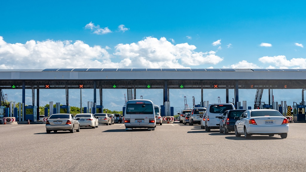 Lanes of cars in traffic at the Portmore Toll Plaza in Jamaica. (Photo: iStock)