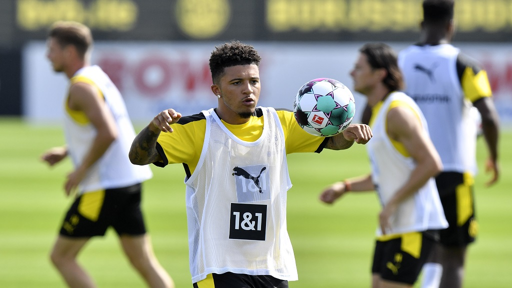 Dortmund's Jadon Sancho exercises during the first training session of German Bundesliga club Borussia Dortmund at the training grounds in Dortmund, Germany, Monday, Aug. 3, 2020. (AP Photo/Martin Meissner).