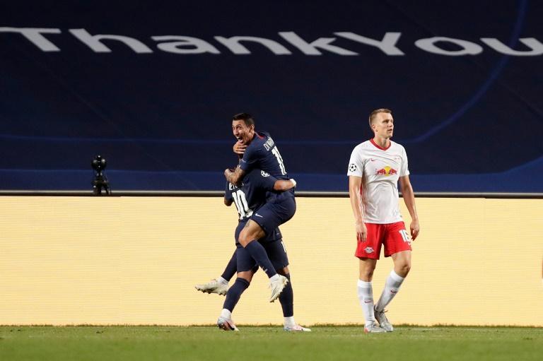 Angel Di Maria dans les bras de Neymar Jr après avoir inscrit le 2e but du PSG contre Leipzig au stade de la Luz, le 18 août 2020 afp.com - Manu Fernandez