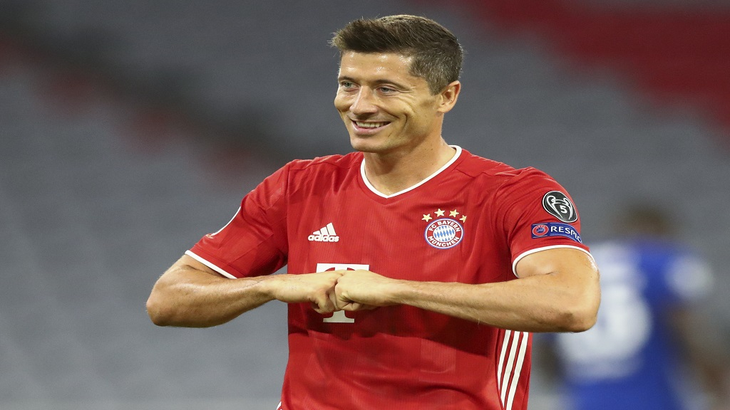 Bayern's Robert Lewandowski celebrates after scoring his team's first goal from the penalty spot during the Champions League round of 16 second leg football match against Chelsea at Allianz Arena in Munich, Germany, Saturday, Aug. 8, 2020. (AP Photo/Matthias Schrader).