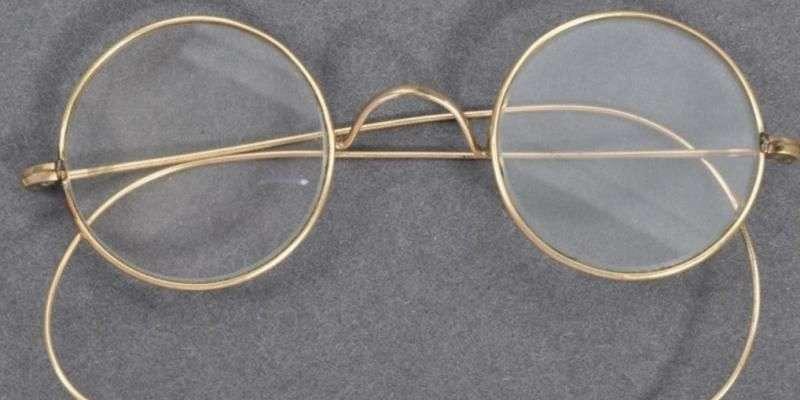 Les lunettes seront mises en vente en ligne le 21 août. © Crédit photo : East Bristol Auctions