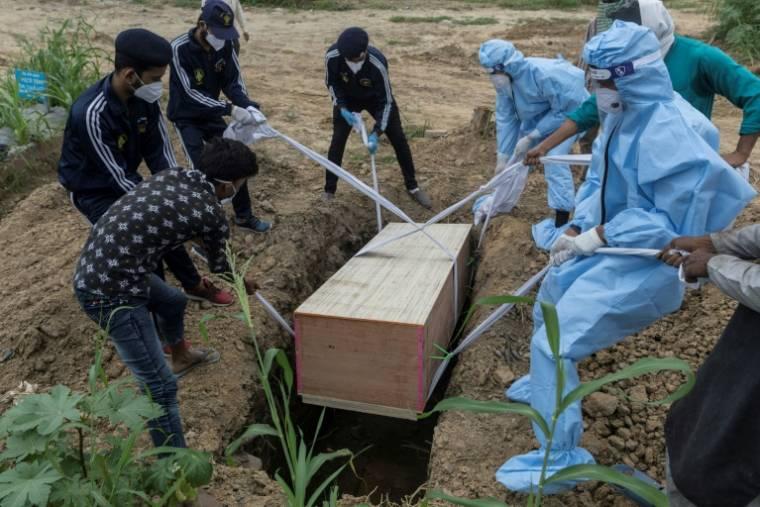Enterrement d'une personne décédée du coronavirus, le 26 août 2020 à New Delhi, en Inde ( AFP / Xavier GALIANA )
