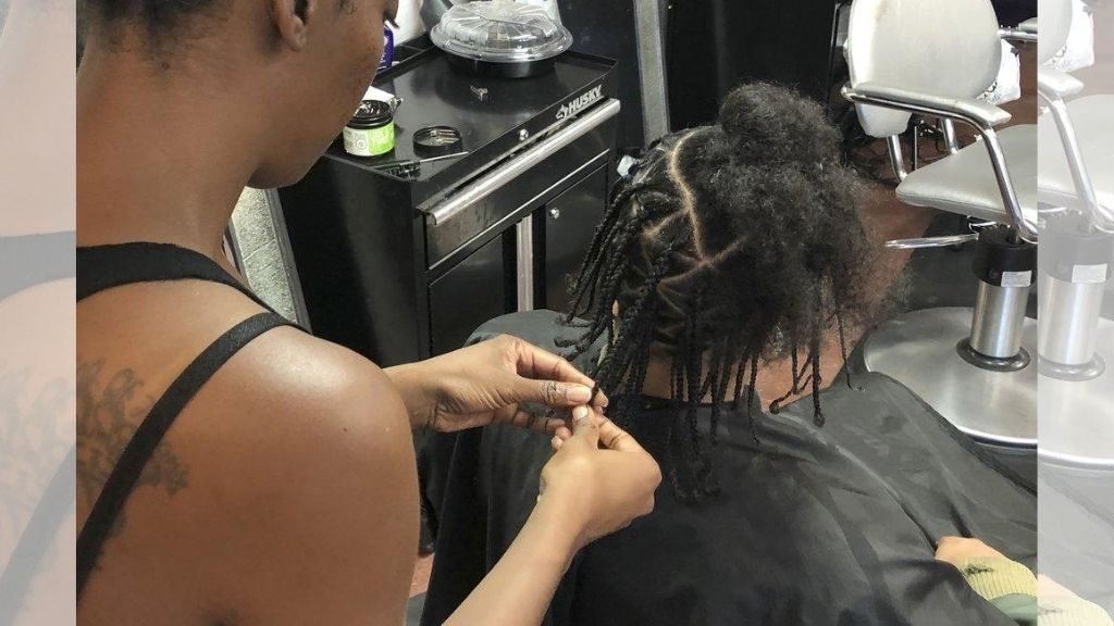 Shana Bonner (l), styles the hair of Pho Gibson at Exquisite U hair salon in Sacramento, California.  (AP Photo/Kathleen Ronayne, File)