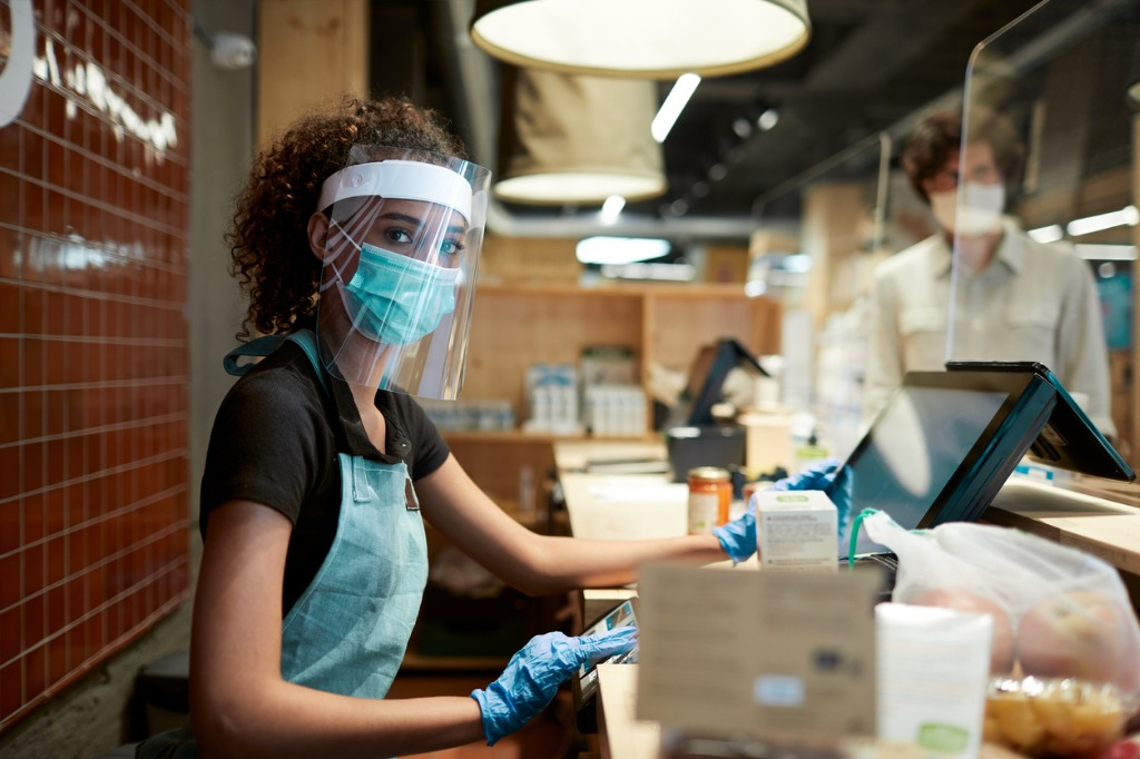 Grocery cashier protected against COVID-19. (Photo: Tempura/iStock)