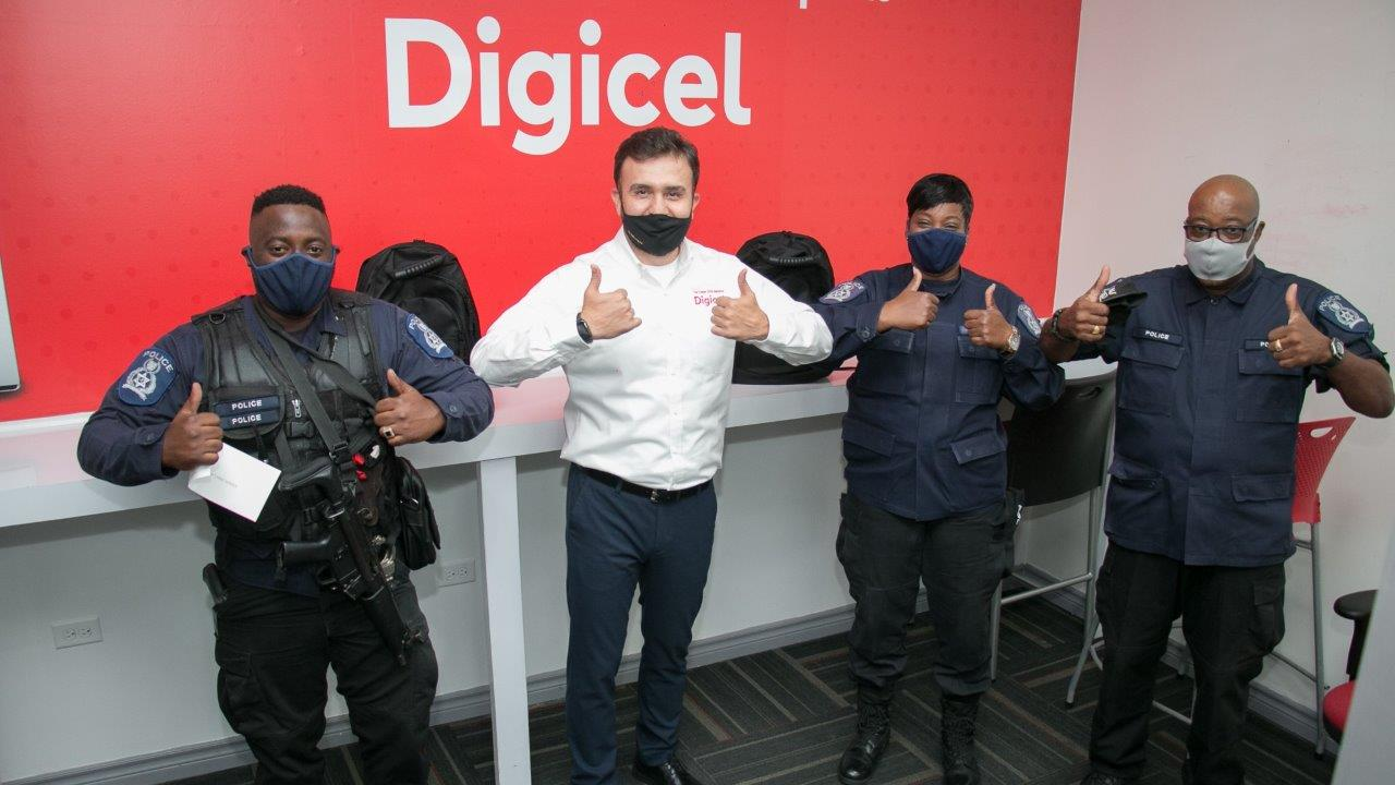 (L-R) Constable Nicholas Stater, Jabbor Kayumov- Digicel CEO, WPC Susan Sorias-Jeffers and Sergeant George Moore at Digicel's presentation of tokens of appreciation to the officers who stopped the attempted store robbery.