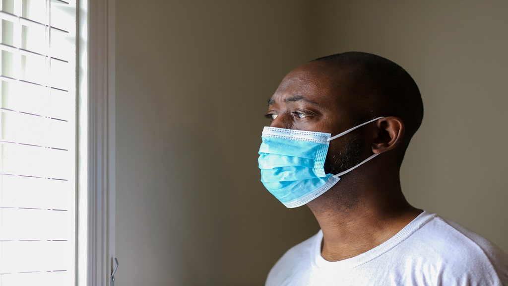 A man wearing a protective face mask to prevent virus infection. (Photo: iStock)