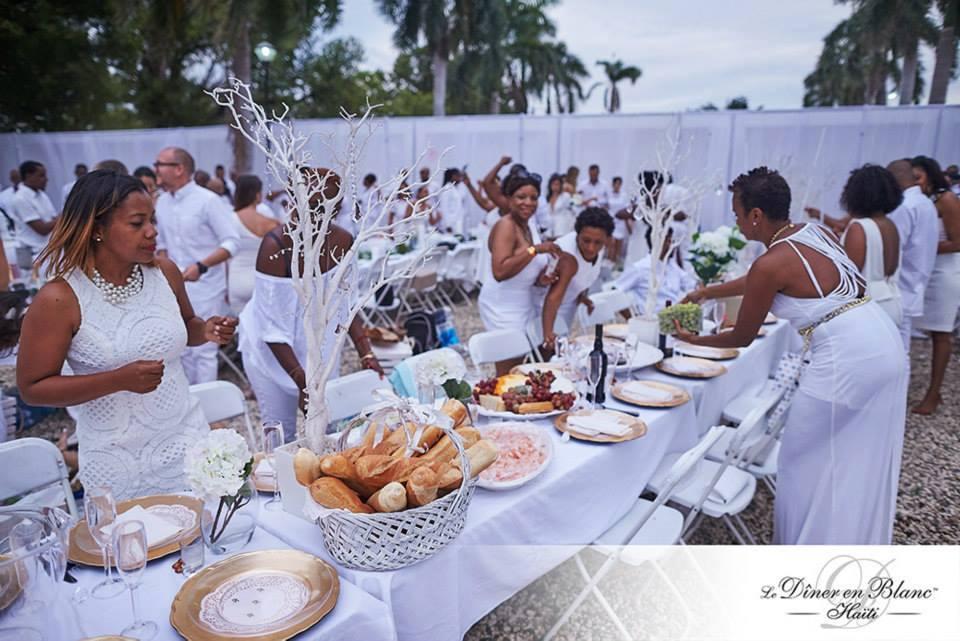 L'édition 2014 du Dîner en blanc Haiti, organisé dans les jardins du Mupanah (au Champ de Mars) en marge au festival Carifesta./Photo: DEB-Archives.