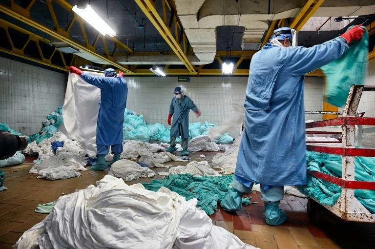 La blanchisserie d' l'Institut mexicain de sécurité sociale, en pleine activité le 10 septembre 2020 à Mexico afp.com - ALFREDO ESTRELLA