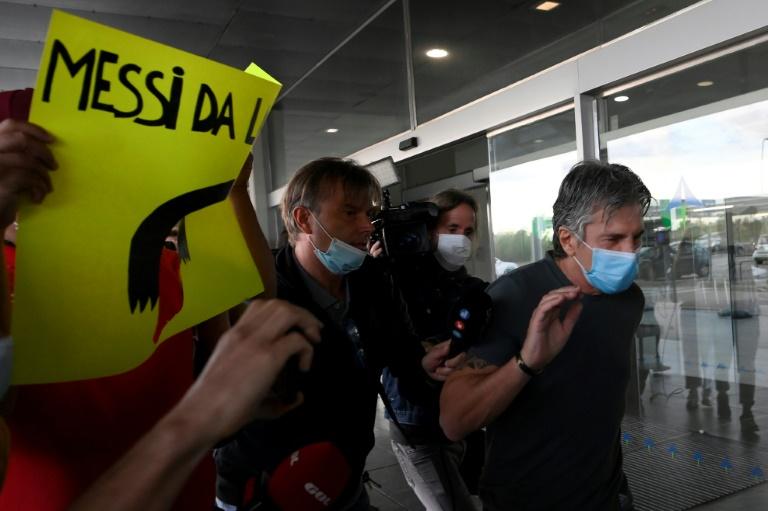 Jorge Messi, père et agent de Lionel Messi, arrive à l'aéroport de Barcelone le 2 septembre 2020