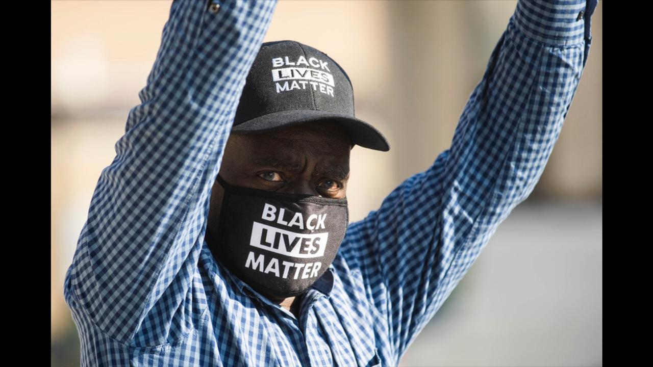 "Alvin Nelson holds a sign that reads ""Black Lives Matter"" outside the Lake County Courthouse in Waukegan, Ill., during Kyle Rittenhouse's second extradition hearing Friday, September 25, 2020. (Pat Nabong/Chicago Sun-Times via AP)"