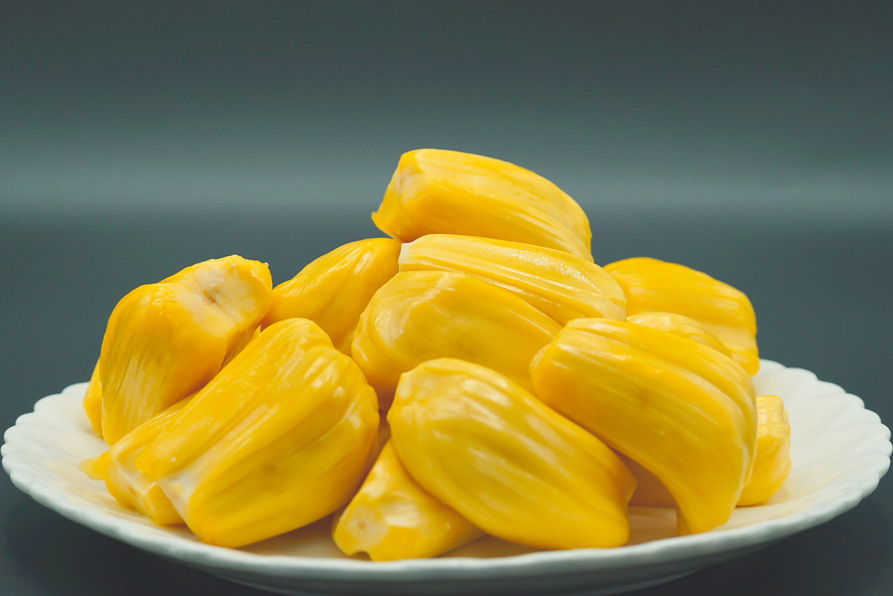 Fresh jackfruit slices on a plate. (PHOTOS: iStock)