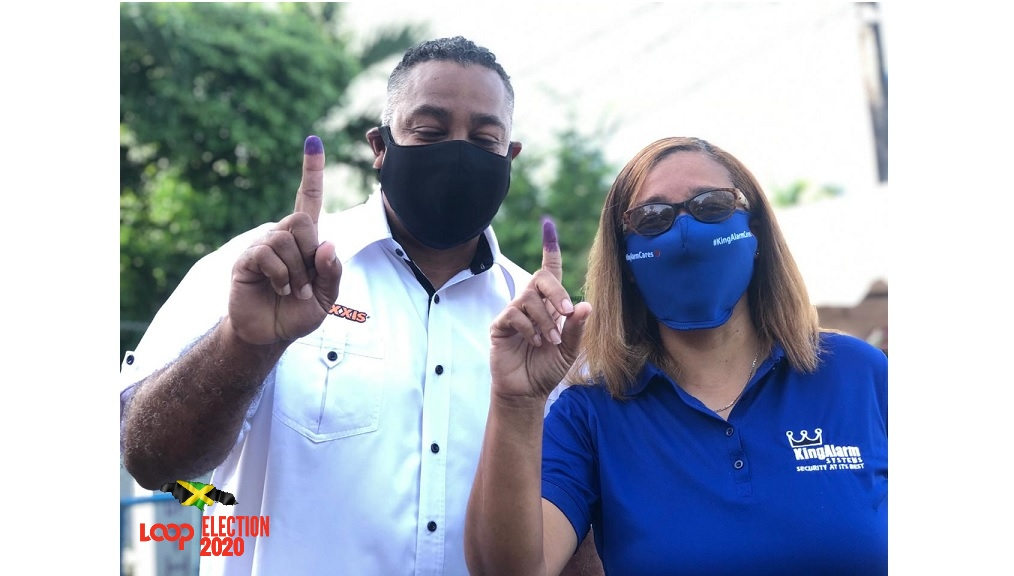Electors show their fingers after voting at St Peter and Paul Preparatory School in Eastern St Andrew.