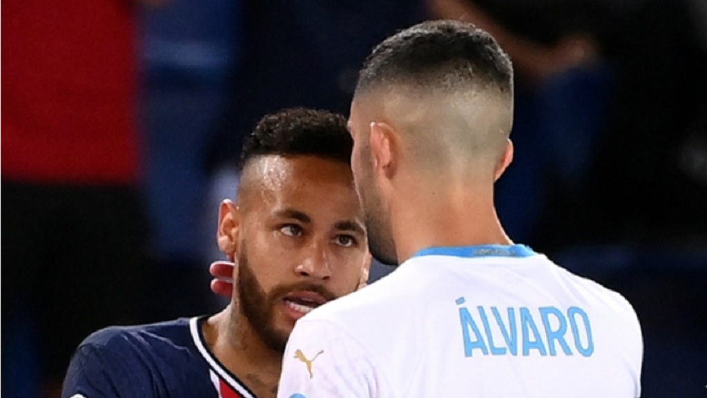 PSG's Neymar (left) and Alvaro Gonzalez of Marseile in conversation during the French League One football match at the Parc des Princes in Paris, France, Sunday, Sept.13, 2020. (AP Photo/Michel Euler).