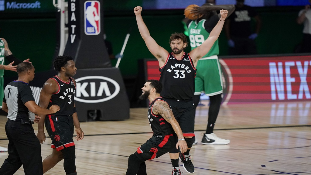 Toronto Raptors' Fred VanVleet, centre, and Marc Gasol (33) celebrate with OG Anunoby (3) after Anunoby hit the game-winning shot over the Boston Celtics during an NBA conference semifinal playoff basketball game Thursday, Sept. 3, 2020, in Lake Buena Vista, Fla. (AP Photo/Mark J. Terrill).