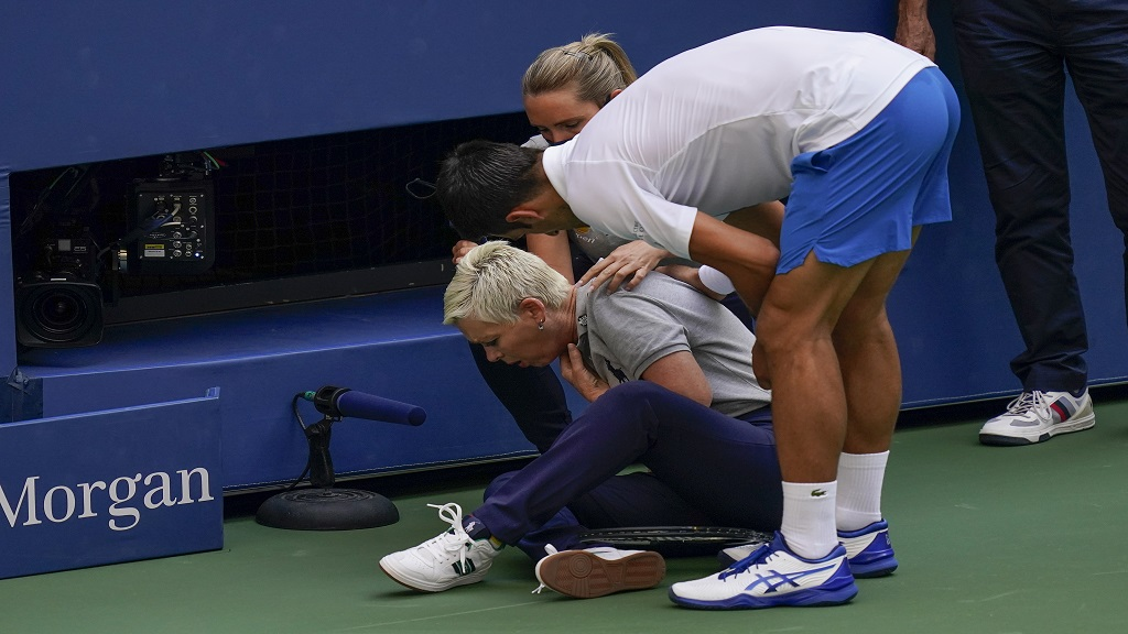 Djokovic Disqualified From Us Open After Hitting Line Judge With Ball Loop News
