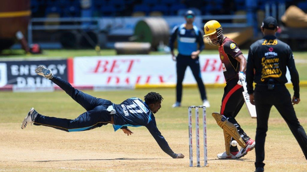 Hayden Walsh Jr. (L) of Barbados Tridents attempts to catch the ball and Lendl Simmons (R) of Trinbago Knight Riders takes evasive action during the Hero Caribbean Premier League match 17 between Barbados Tridents and Trinbago Knight Riders at Queen's Park Oval on August 29, 2020 in Port of Spain, Trinidad And Tobago. (Photo by Randy Brooks - CPL T20/CPL T20 via Getty Images)