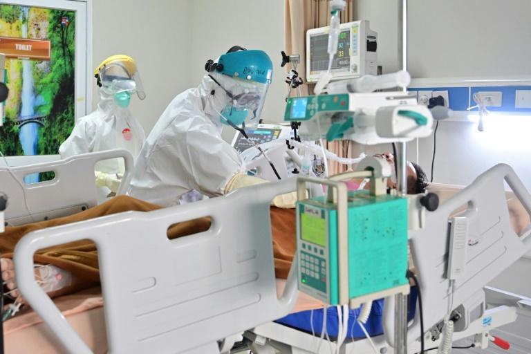 Patient atteint de Covid-19 dans une unité de soins intensifs à Bogor, en Indonésie, le 7 septembre 2020 afp.com - ADEK BERRY