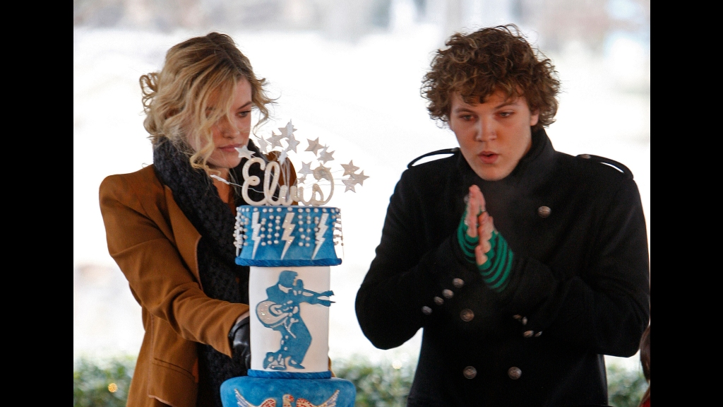 In this Friday, January 8, 2010, file photo, Riley Keough, 21, left, cuts the birthday cake as her brother, Benjamin, 18, right, warms his hands as they take part in a ceremony commemorating Elvis Presley's 75th birthday in Memphis, Tennessee. Photo: AP Photo/Mark Humphrey, File