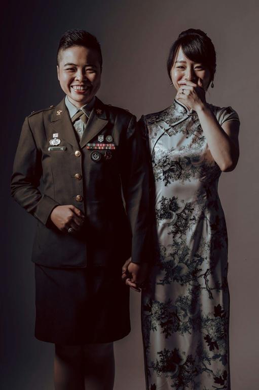 L'un des couples qui se marie vendredi, sur une photo non datée diffusée par l'armée taïwanaise le 27 octobre 2020 afp.com - Handout