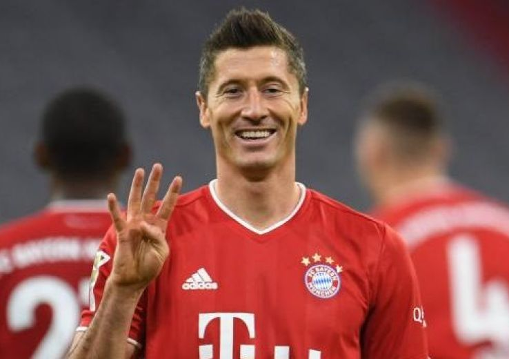 L'attaquant polonais du Bayern, Robert Lewandowski, auteur d'un quadruplé lors du match de Bundesliga face au Hertha Berlin, à Munich, le 4 octobre 2020 CHRISTOF STACHE AFP