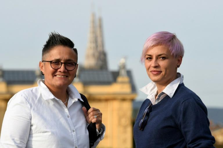 "Les anciennes nonnes Marita Radovanovic (g) et Fanika Feric, dite ""Fani"", le 9 octobre 2020 à Zagreb, en Croatie DENIS LOVROVIC AFP"