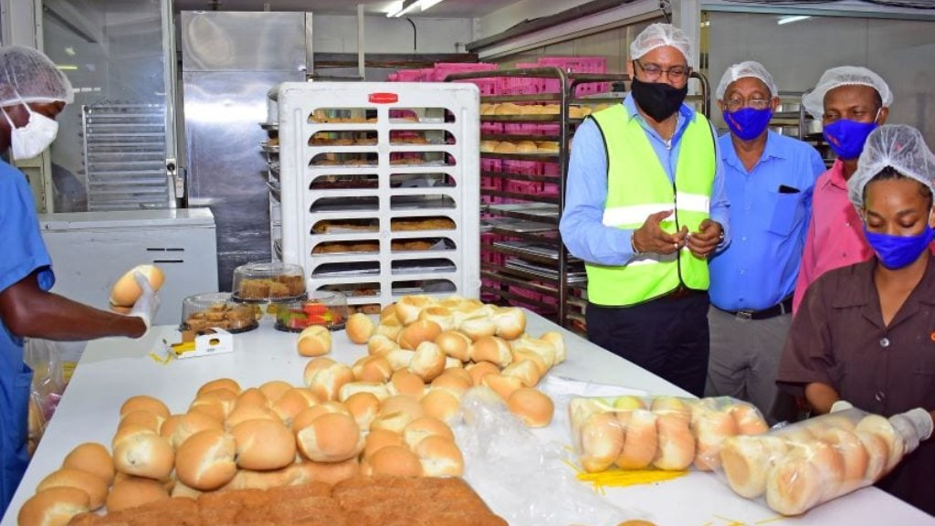 Minister Kerrie Symmonds visiting Crumbz Bakery