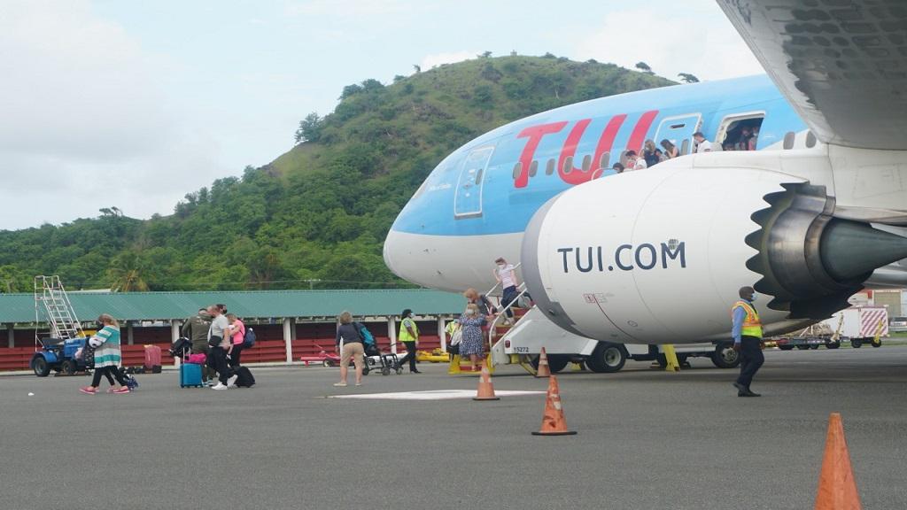 TUI flight arrives in Saint Lucia