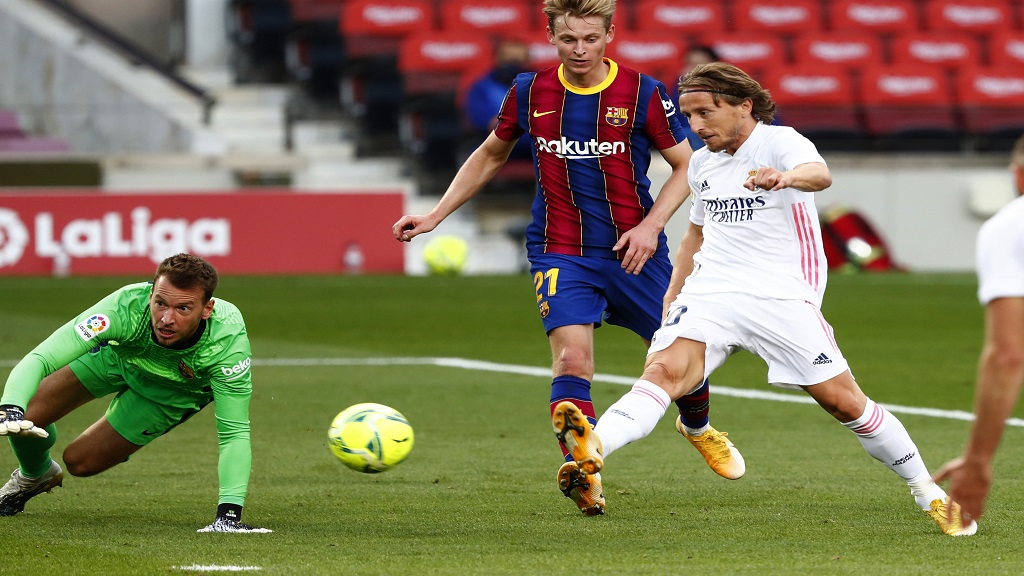 Real Madrid's Luka Modric scores his side's 3rd goal during the Spanish La Liga football match against Barcelona at the Camp Nou stadium in Barcelona, Spain, Saturday, Oct. 24, 2020. (AP Photo/Joan Monfort).