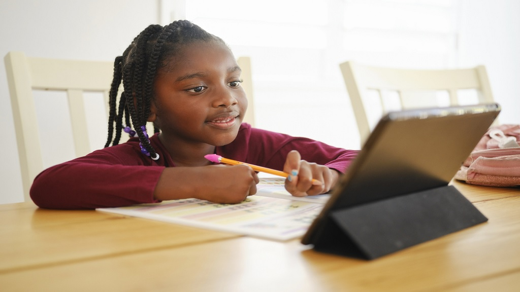 An elementary school student working at home. (Photo: iStock)
