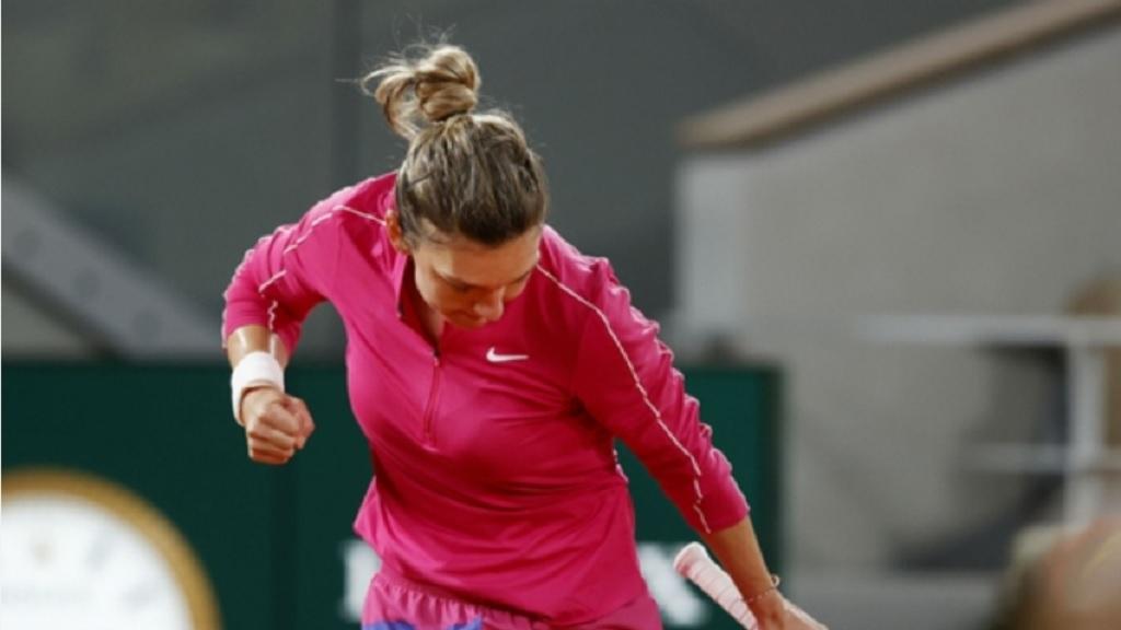 Simona Halep celebrates victory over Amanda Anisimova.