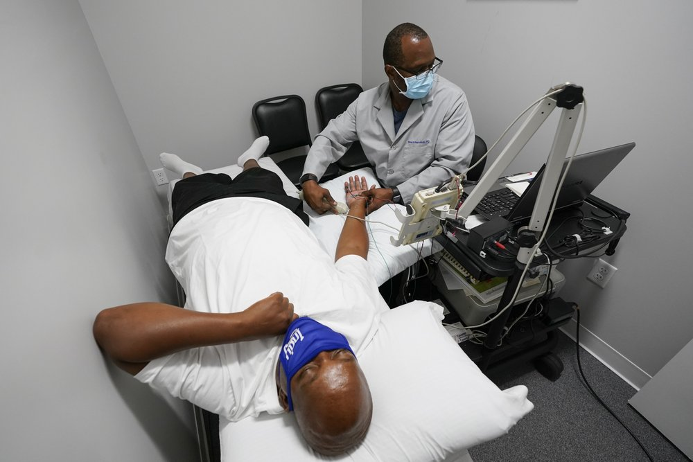 Larry Brown (l) is tested by Dr Jerry Smartt on one if his regular visits. (Photos: AP/Darron Cummings)