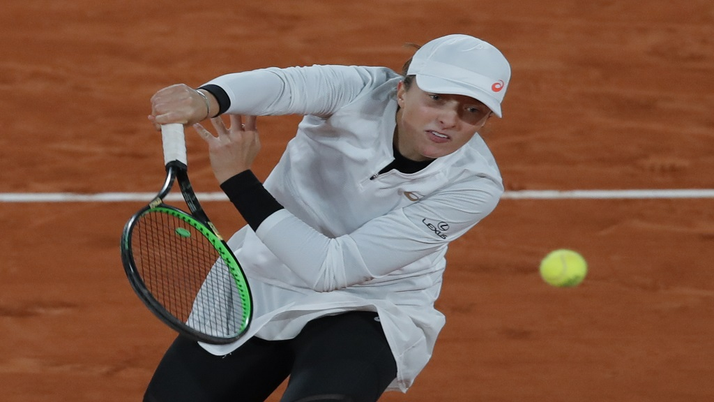 Poland's Iga Swiatek plays a shot against Italy's Martina Trevisan in the quarterfinal match of the French Open tennis tournament at the Roland Garros stadium in Paris, France, Tuesday, Oct. 6, 2020. (AP Photo/Michel Euler).