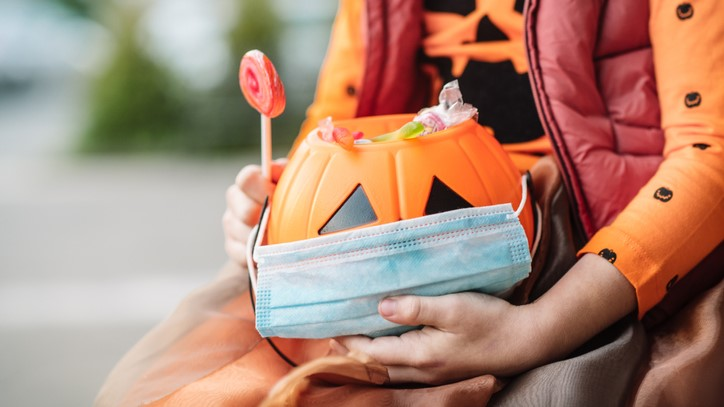 Tips for safe trick-or-treating.