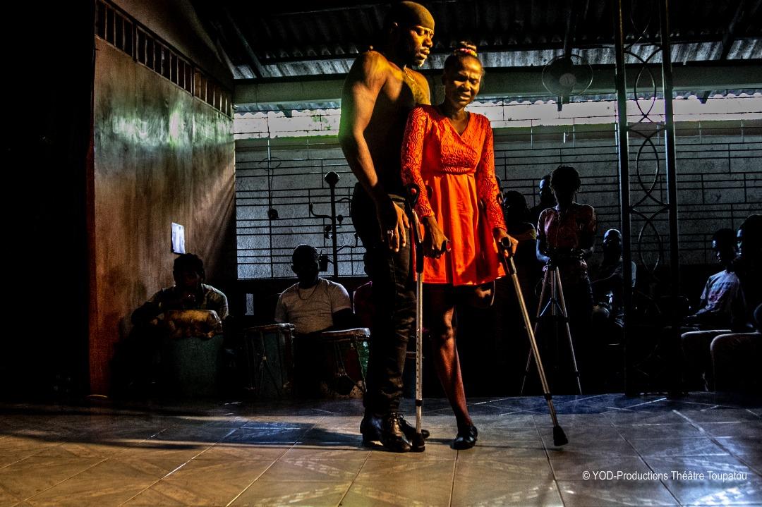 Sur cette photo: la danseuse Lovely Bogard et le danseur Hénock St Louis/ Photo: Yves Osner Dorvil