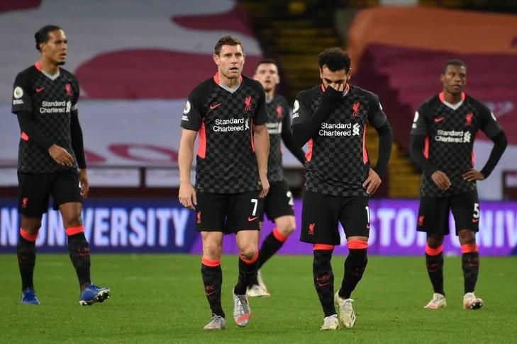 Les joueurs de Liverpool accablés après leur défaite face à Aston Villa, à Birmingham, le 4 octobre 2020 Rui Vieira POOL/AFP