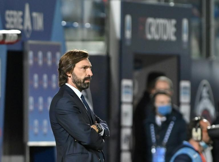 L'entraîneur de la Juventus, Andrea Pirlo, sur les bords du terrain du stade Ezio-Scida, le 17 octobre 2020 à Crotone afp.com - Giovanni ISOLINO