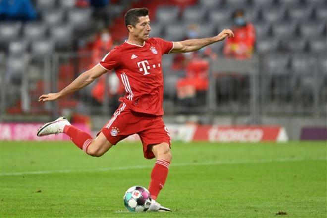 L'attaquant polonais du Bayern, Robert Lewandowski, lors du match de Bundesliga face à Schalke, à Munich, le 18 septembre 2020 CHRISTOF STACHE AFP/Archives