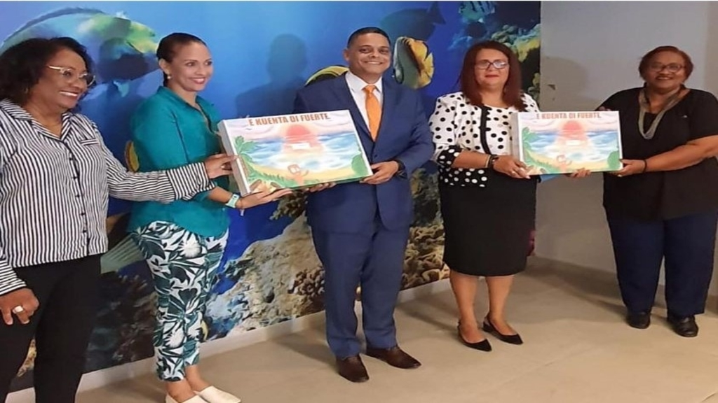 Curaçao's Prime Minister Eugene Rhuggenaath (centre) and education officials display the UNESCO anti-bullying toolkit.