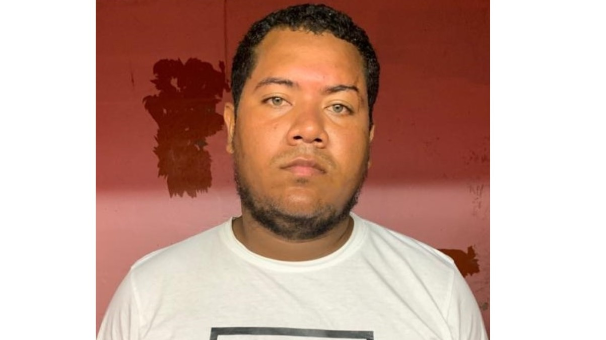 25-year-old Nelson Fabio Ureche Navas was arrested and charged for possession of sevenkilogrammesof marijuana.