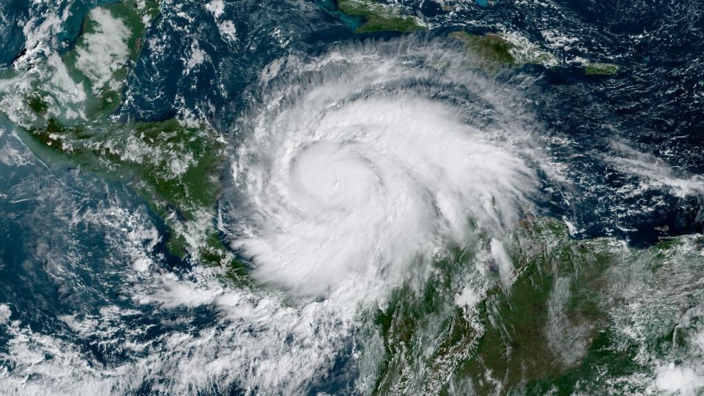Iota Nears Major Hurricane Status Loop News