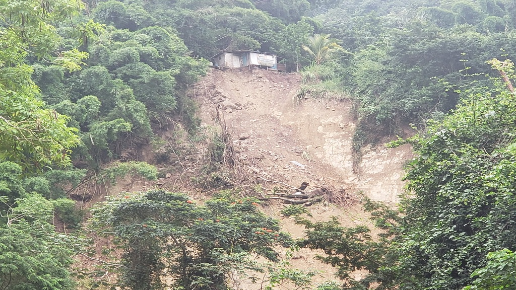 Section of Irish Town main road blocked by landslide. (Photo: NWA)