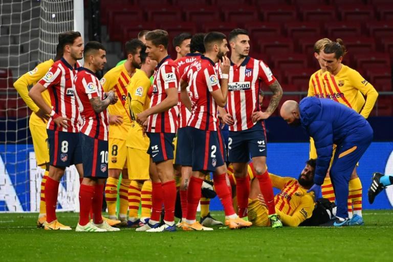 Le défenseur Gerard Piqué, blessé lors du match de Liga contre l'Atletico Madrid, le 21 novembre 2020 au stade Wanda Metropolitano à Madrid afp.com - GABRIEL BOUYS