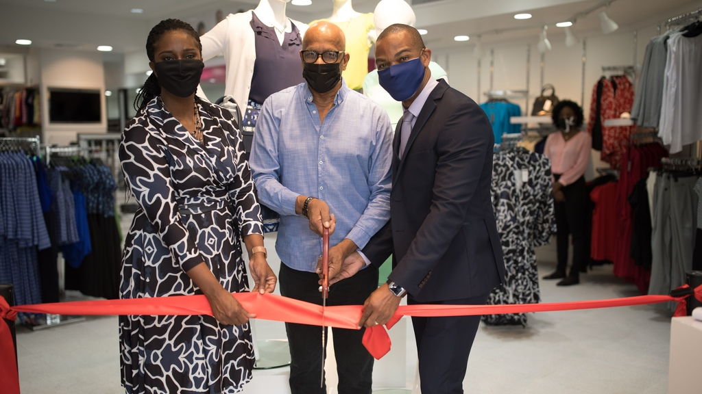 J&K Signature Styles is now in San Fernando. The company opened its new company-owned location on Saturday. In Photo: (Left to Right) Joanna James (Co-Founder), San Fernando Mayor Junia Regrello, Keron James (Co-Founder).
