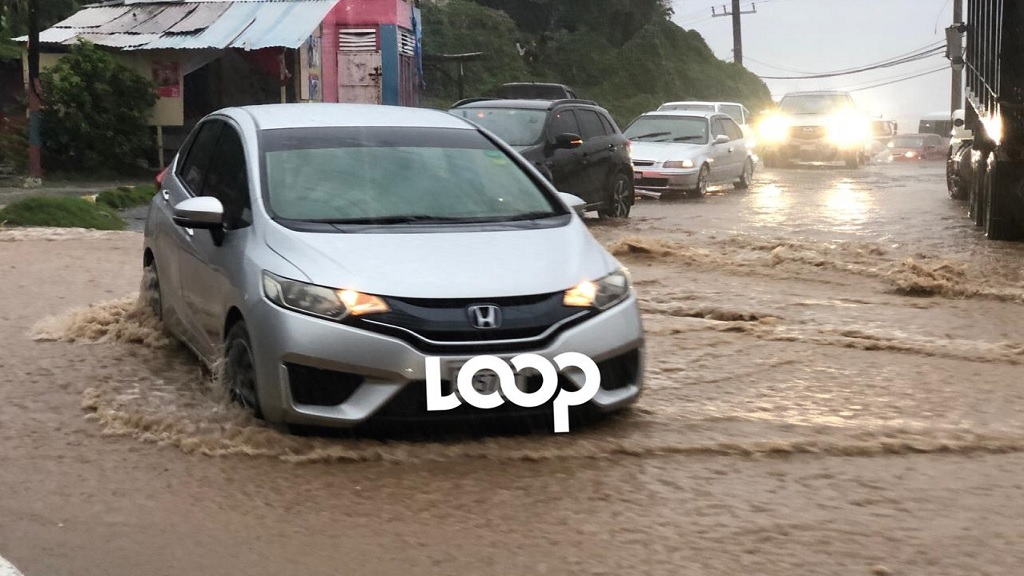Motorists brave heavy rainfall in Bull Bay, St Andrew last week.