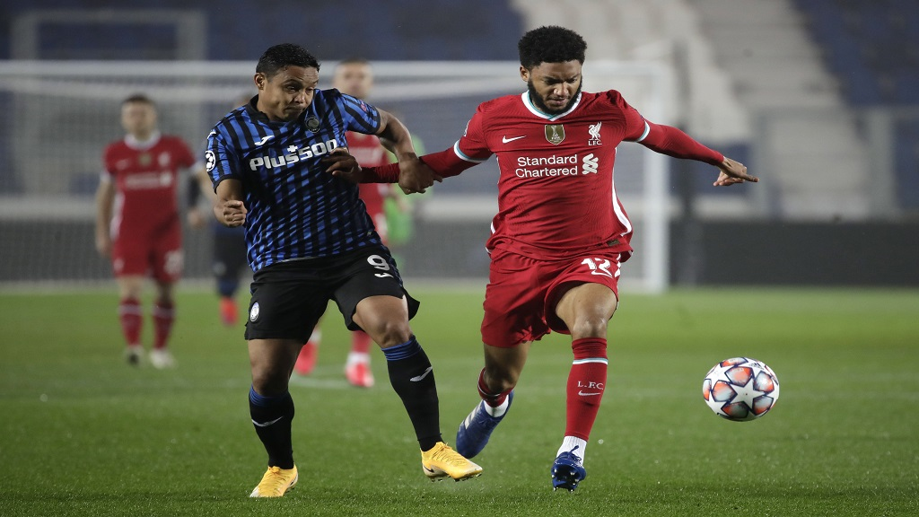 Liverpool's Joe Gomez, right, and Atalanta's Luis Muriel fight for the ball during a Champions League, group D football match at the Gewiss Stadium in Bergamo, Italy, Tuesday, Nov. 3, 2020. (AP Photo/Luca Bruno).
