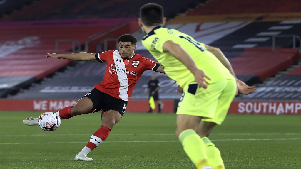 Southampton's Che Adams, left, scores the opening goal during the English Premier League football match against Newcastle United in Southampton, England, Friday, Nov. 6, 2020. (Adam Davy/Pool Photo via AP).