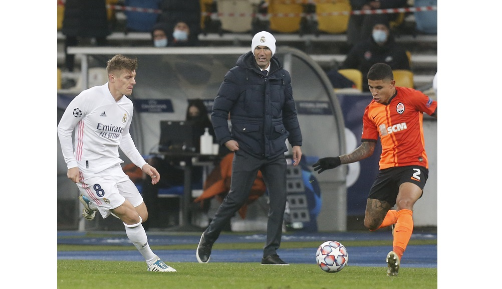Real Madrid's head coach Zinedine Zidane follows the game during the Champions League, Group B, soccer match between Shakhtar Donetsk and Real Madrid at the Olimpiyskiy Stadium in Kyiv, Ukraine, Tuesday, December 1, 2020. (AP Photo/Efrem Lukatsky)