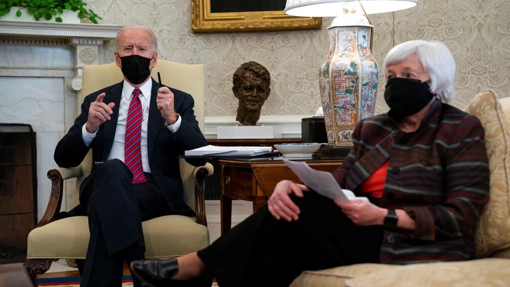 Moderate US Republican senators urge Biden to compromise on COVID-19 plan