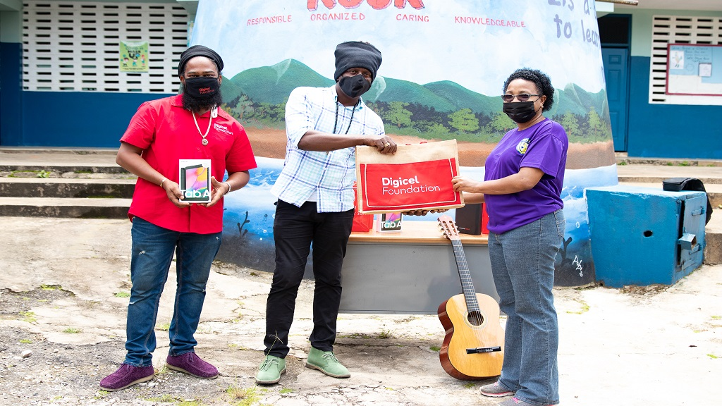 Richie Spice donates to alma mater with help from Digicel Foundation